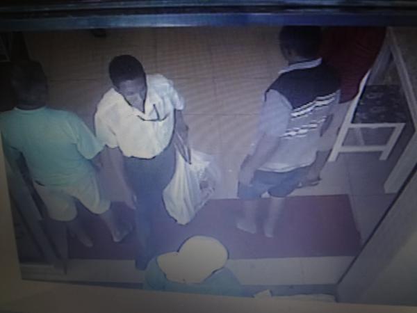 Polícia divulga imagens de acusado de estelionato em Floriano