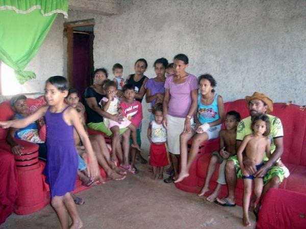 Artista popular vive com 3 mulheres e 18 filhos
