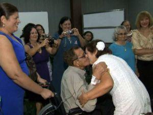 Casal se reencontra após 48 anos e se casa em hospital