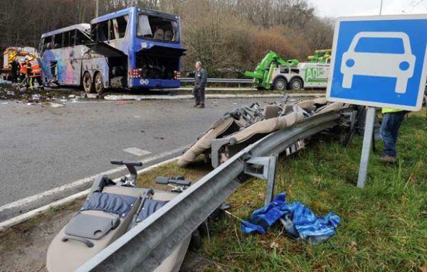 Acidente de ônibus fere 13 na França