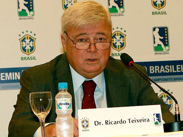 Saída de Ricardo Teixeira da Fifa eleva crise no comando da CBF