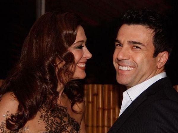 No Prêmio Shell, Claudia Raia troca beijos com namorado