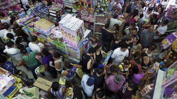 Melhora do emprego, Selic e IPI fizeram venda do comércio subir