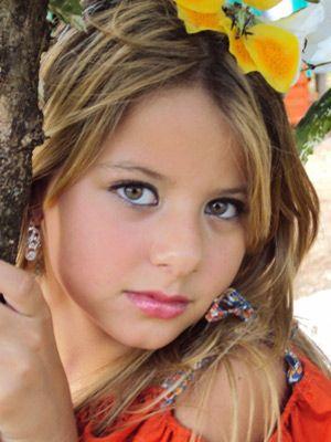 Brasileira de 9 anos é eleita Little Miss Galaxy, na Bulgária
