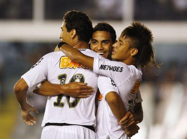 Santos bate Bragantino em casa e se mantém na quarta posição
