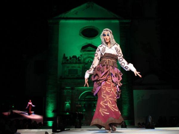 Desfile de moda com roupas de chocolate agita Portugal