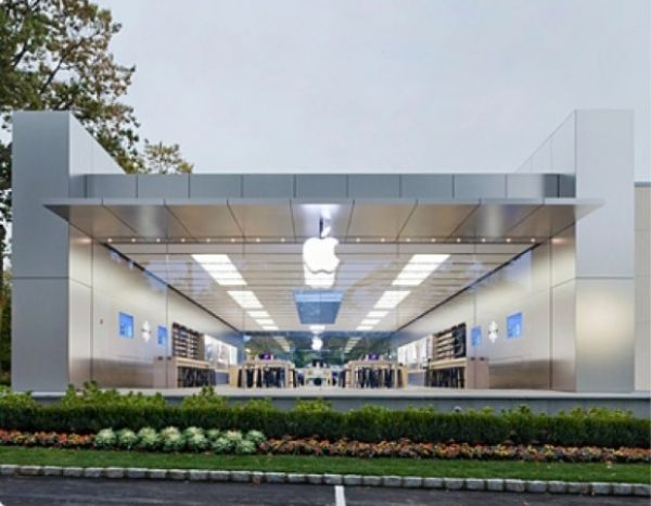 Mulher processa Apple em US$ 1 mi por quebrar nariz em porta