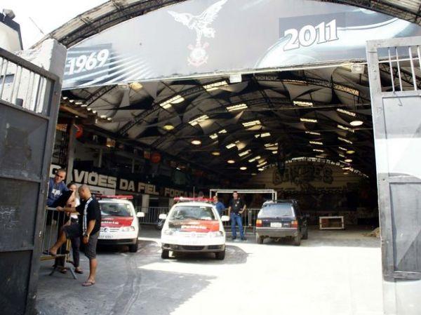 Polícia fecha sedes da Mancha e Gaviões; ao menos 7 são presos