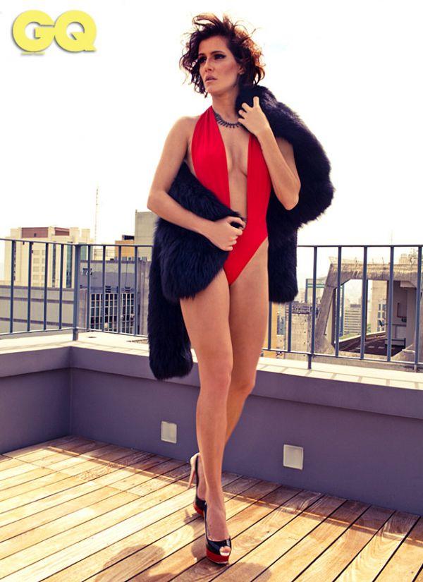 Deborah Secco mostra lado mulher fatal em ensaio sexy; fotos!