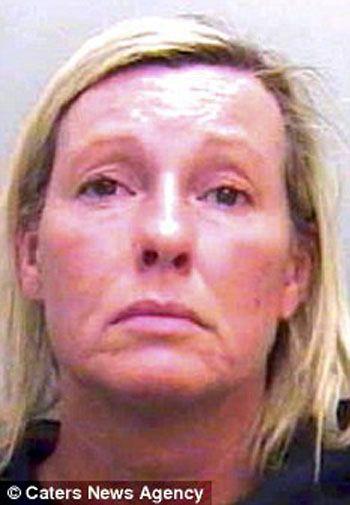 Mulher de 47 é presa por sexo com menino de 15 que seduziu no Facebook