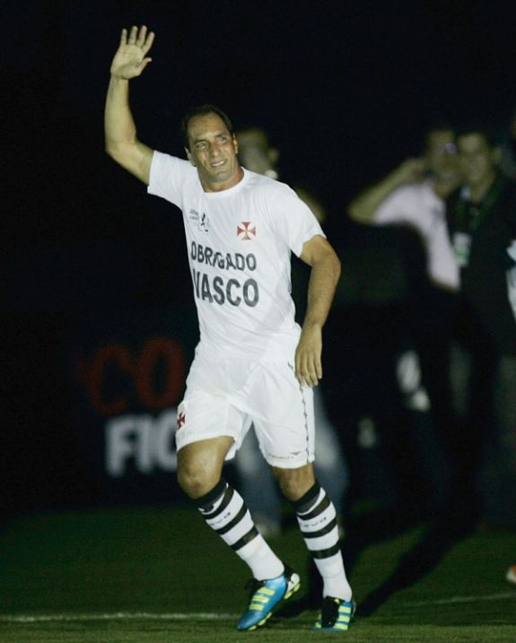 Emocionado, Edmundo agradece despedida histórica no Vasco