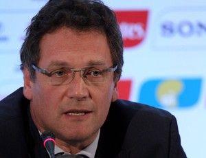 Valcke perde a paciência e critica Brasil: â??Não está funcionandoâ??