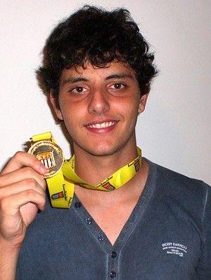 Após polêmica, goleiro Matheus, do Timão, recebe medalha da Copa SP