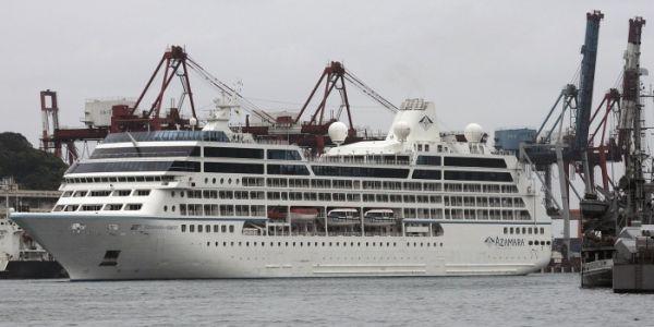 Cruzeiro fica à deriva nas  Filipinas após incêndio nos motores