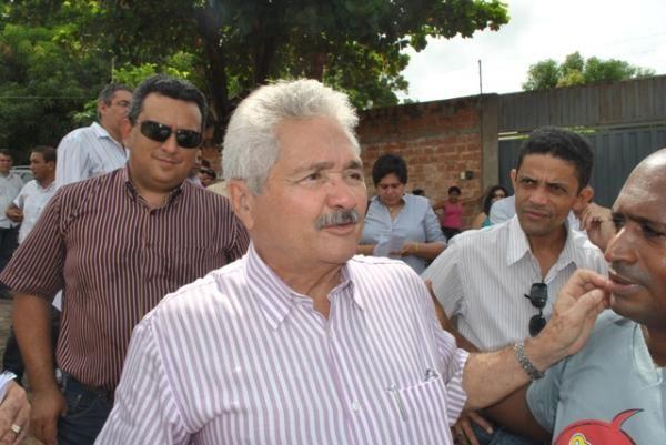 Elmano Férrer visita obras na Vila Cidade Jardim neste domingo