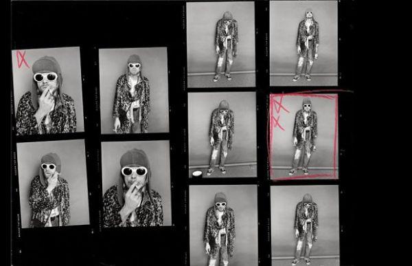 Kurt Cobain chapadão e debochado em fotos inéditas expostas em Nova York