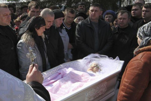 Morte de garota vítima de estupro  coletivo causa comoção na Ucrânia