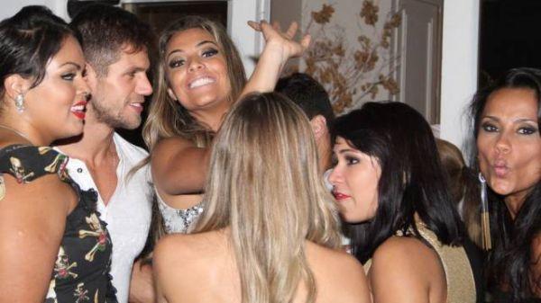 Renatinha beija Ronaldo, Analice pega dois e Ana Furtado corrige Bombom: o que ninguém contou da final do ?BBB 12?