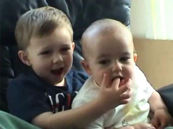 YouTube: vídeo caseiro com bebês rende US$ 500 mil aos pais