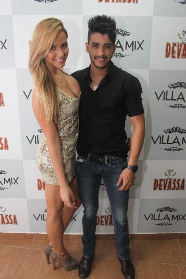 Gusttavo Lima curte boate com a namorada em Goiânia