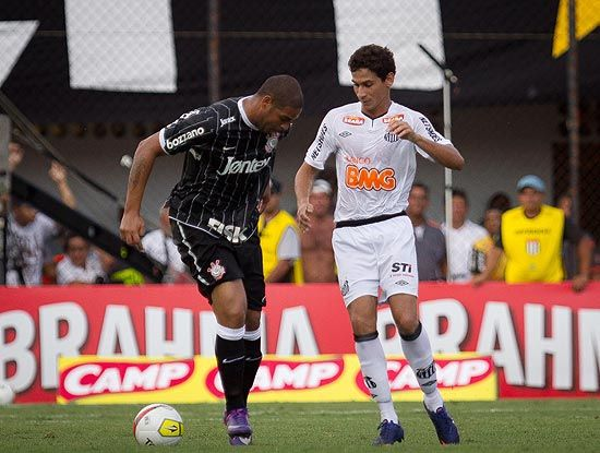 Jornal diz que Adriano é peso morto no Corinthians