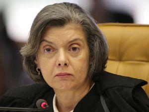 Ministra Cármen Lúcia é eleita presidente do TSE