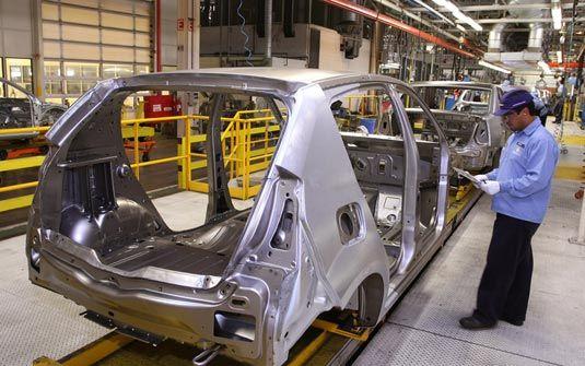 IBGE: Produção da indústria se desacelera e cai 2,1% em janeiro