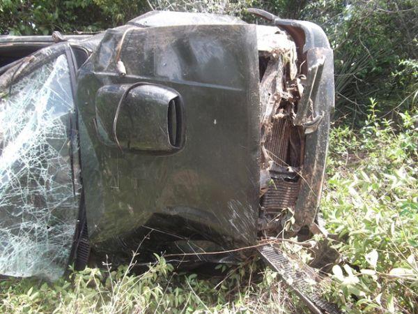 Veículo tomba em rodovia e motorista sai ileso no PI; fotos!