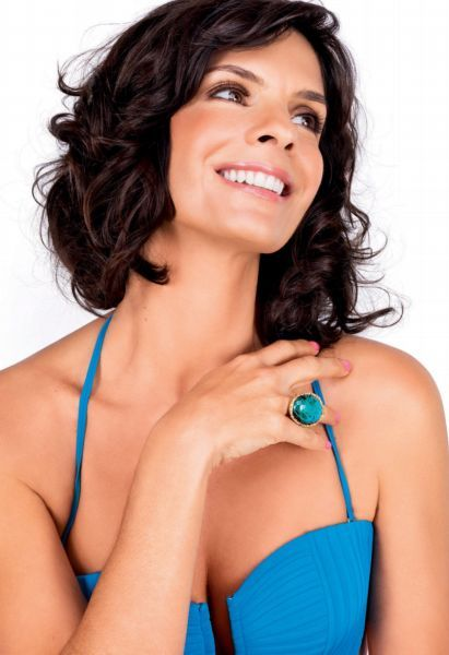 Helena Ranaldi conta segredo da boa forma aos 45 anos