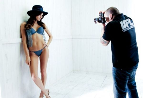 Isabeli Fontana posa para campanha de inverno de grife de lingerie