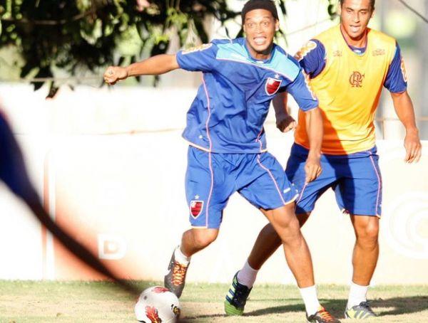 Joel compara Ronaldinho,
