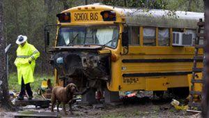 Carteira acha irmãos de 5 e 11 morando em ônibus abandonado nos EUA