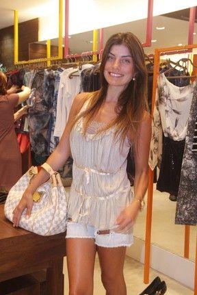 Magérrima, Joana Balaguer confere lançamento de coleção