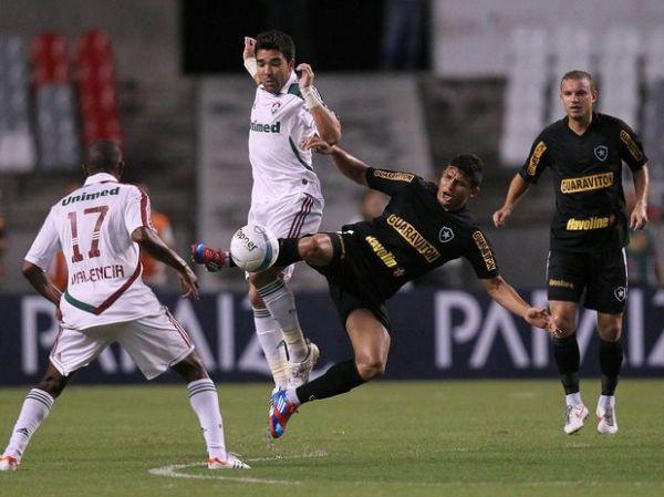 Botafogo cede empate ao Flu em clássico e perde liderança