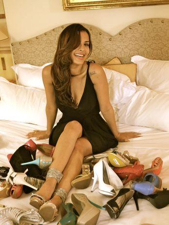 Gyselle Soares estrela campanha de sapatos de Paris