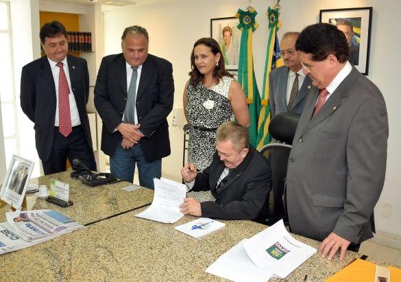 Governador sanciona lei que altera PCCS dos servidores do TJ-PI