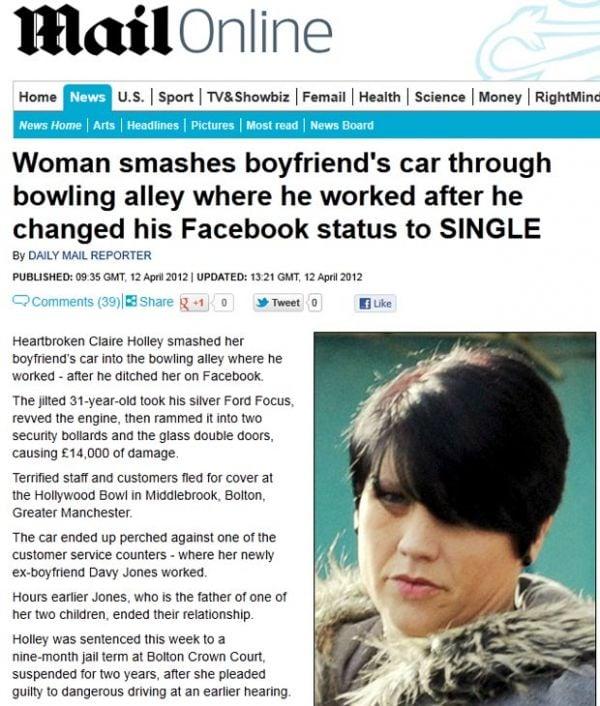 Mulher destrói carro do ex após ele mudar status no Facebook