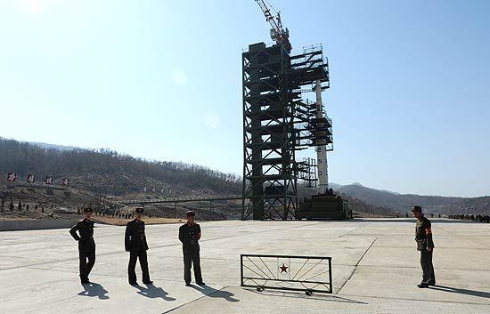 Foguete norte-coreano cai no mar após 1 minuto do seu llançamento