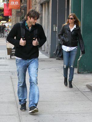 Ashton Kutcher disfarça ao ser fotografado com morena; veja
