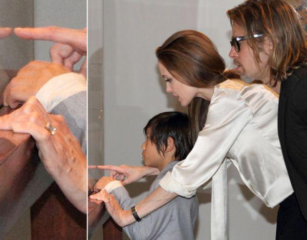 Efim noivos: Angelina Jolie exibe com anel desenhado por Brad Pitt