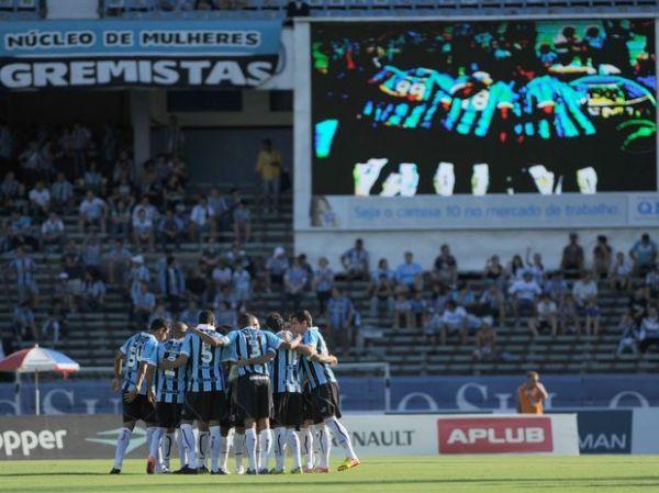 Com facilidade, Grêmio faz 4 no Ypiranga e pega Canoas na semi
