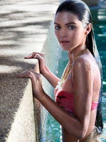 Irmã adolescente de Kim Kardashian faz ensaio sensual