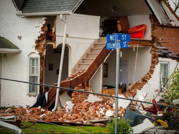 Onda de tornados mata 2 nos EUA