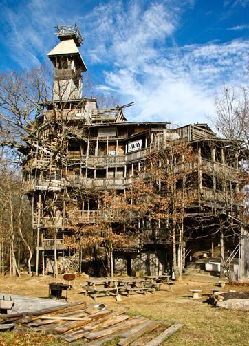 Americano faz maior casa da árvore do mundo porque