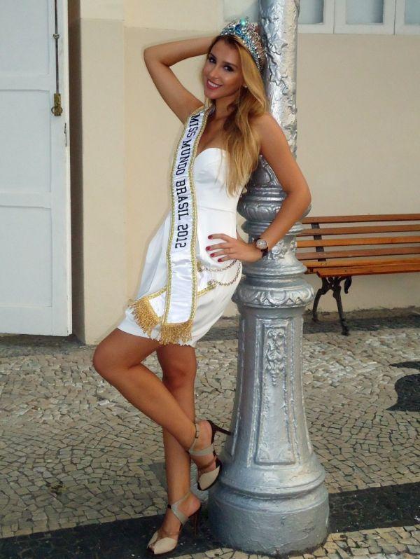 Miss Brasil Mundo 2012 nega ter arrancado costelas
