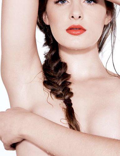 Depilação: Saiba como evitar manchas nas axilas e virilha