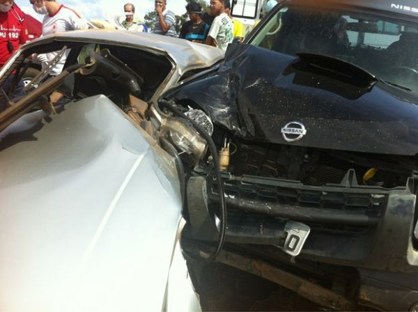 Chris Duran sofre acidente de carro e posta fotos da batida no Twitter