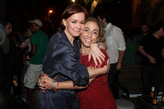 Cissa Guimarães comemora 55 anos ao lado de amigos