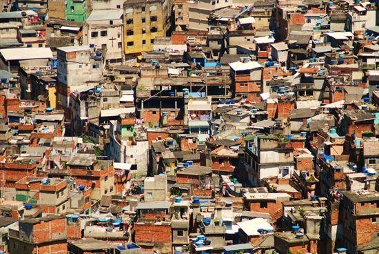 Justiça decreta prisão de PMs suspeitos de estupro em favela