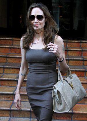 Anel de noivado igual ao de Angelina Jolie está à venda em joalheria